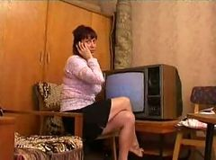 Russian milf seducesmovers